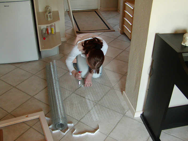 ...Nej - bare noget normalt ;-) Her har min kæreste givet sig i kast med at få klippet det ud. Svejset voliere net - brug ikke hønsenet - det er så grimt!