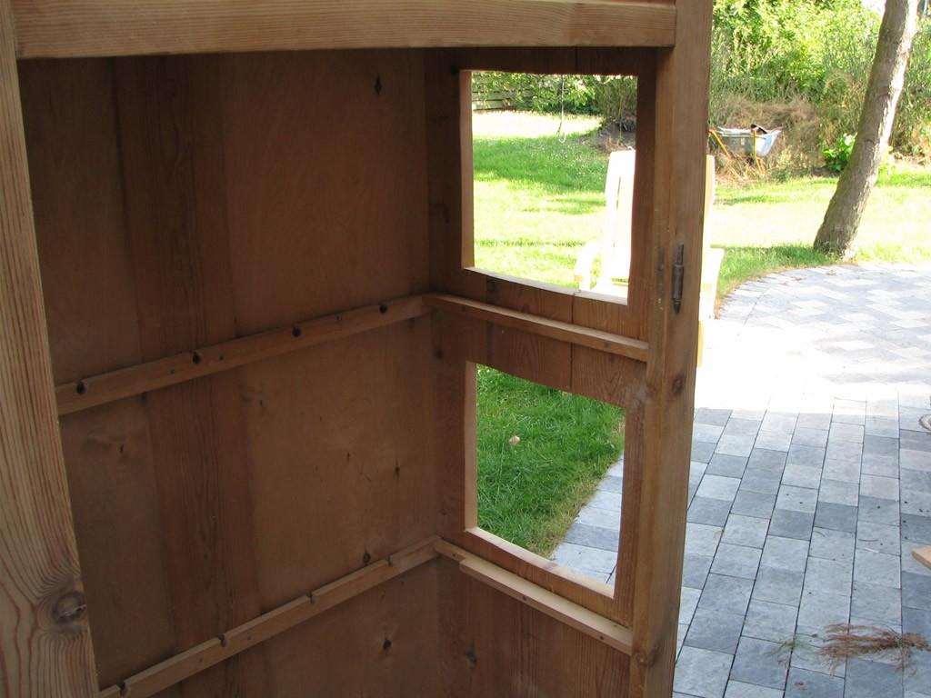 Ja, hvis buret skulle stå ude, så ved vi nu, hvordan udsigten ville være i Runes forældres have…